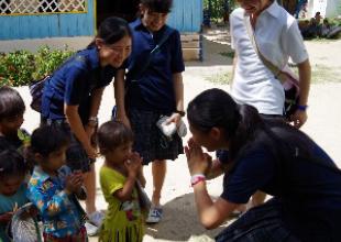 現地の幼稚園を訪問。先生方とディスカッション